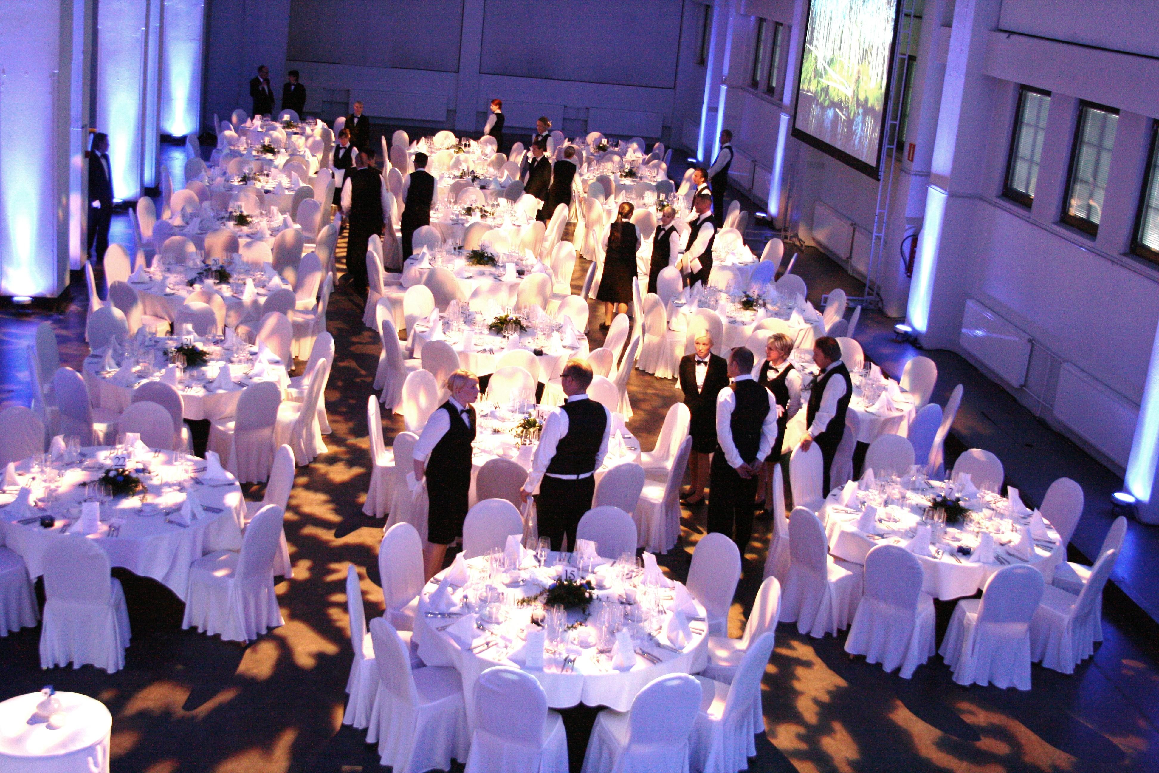 Kattilahalli gaala, istuva illallinen 600 hengelle